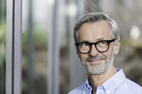 Portrait of smiling man with grey hair and beard wearing spectacles - SBOF000254