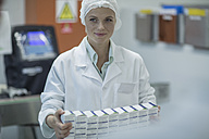 Lab worker in pharmaceutical plant packaging medicine - ZEF010036