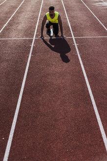 Runner on tartan track in starting position - UUF008293