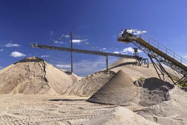 Conveyor belts in gravel pit - LYF000563