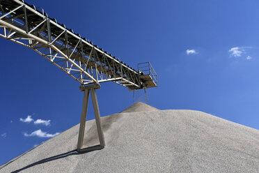 Conveyor belt above heap of gravel in gravel pit - LYF000572