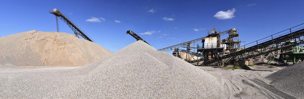 Conveyor belts in gravel pit - LYF000587