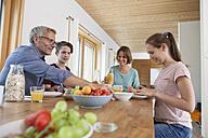 Family having breakfast at home - RBF005157