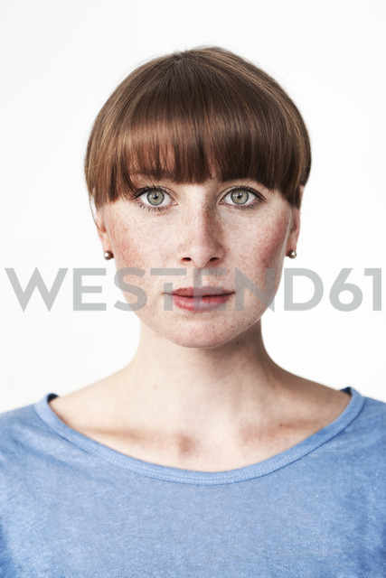 Biometric passport photo of a green-eyed read-haired woman with freckles and bangs - MFF003122