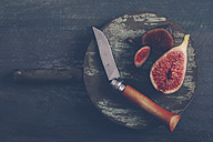 Sliced figs on the wooden board with pocket knife - RTBF000340