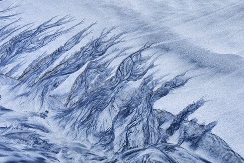 Norway, Lofoten, patterns made by water in beach sand - RUEF001727