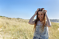 Portrait of smiling teenage girl on the beach - MGOF002367