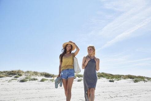 Two female friends on the beach - SRYF000003