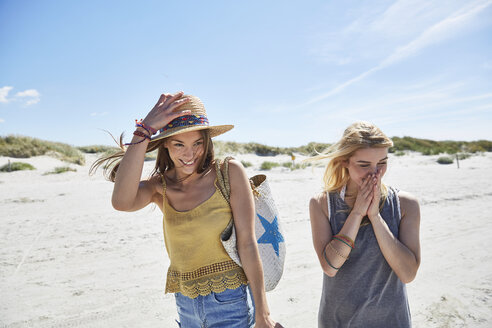 Two happy female friends on the beach - SRYF000006