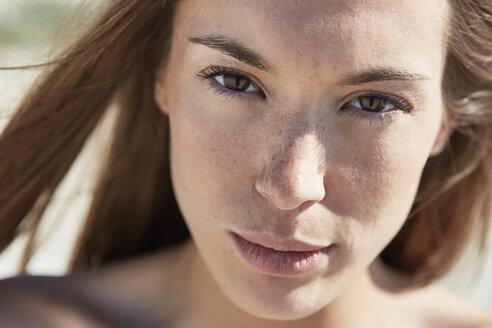 Close-up portrait of attractive young woman outdoors - SRYF000057