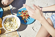 Two friends on the beach having a salad - SRYF000066
