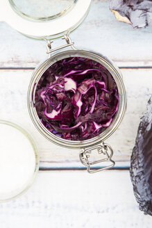 Preserving jar of fermenting red cabbage - LVF005271