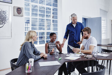 Business people having a meeting - RORF00277