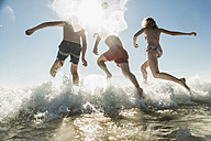 Friends jumping into the sea - UUF08425