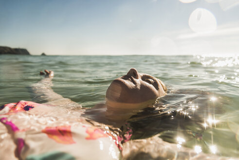 Teenage girl floating in the sea - UUF08431
