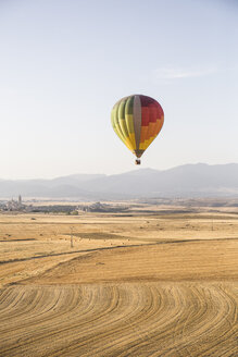 Spain, Segovia, hot air balloon in the sky - ABZF01229