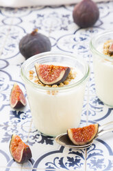 Greek yogurt with granola and figs - LVF05308