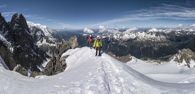 France, Chamonix, Alps, Petit Aiguille Vert, mountaineers - ALRF00706