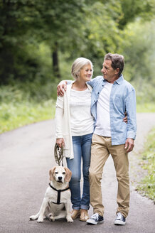 Senior couple with dog - HAPF00870