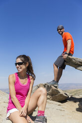 Spain, Sierra de Gredos, smiling hikers on top of a mountain - ERLF00191