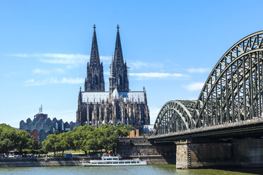 Germany, Cologne, view to Cologne Cathedral and Hohenzollern Bridge - KRPF01825