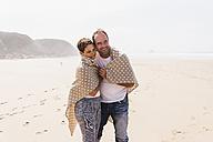 Mature couple walking on the beach - UUF08590