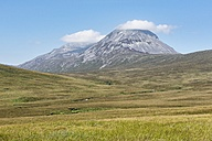 United Kingdom, Scotland, Inner Hebrides, Isle of Jura, View of mountain Paps of Jura - ELF01805