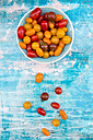Bowl of yellow and red mini tomatoes - LVF05331