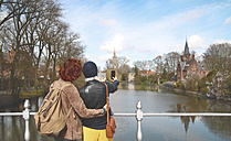 Belgium, Bruges, young couple taking cell phone picture at Minnewater - RTBF00382