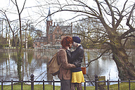 Belgium, Bruges, young couple kissing at Minnewater - RTBF00385
