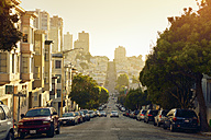 USA, California, San Francisco, view along Union Street on Russian Hill in evening light - BRF01361