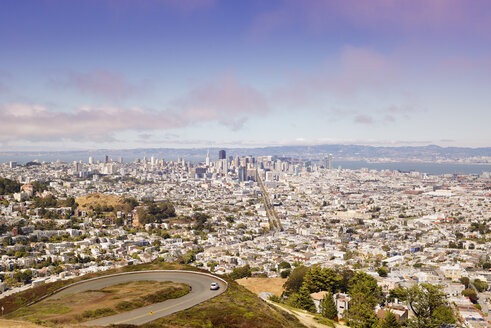 USA, California, San Francisco, view from Twin Peaks on Financial District with Twin Peaks Boulevard - BRF01406