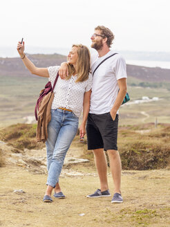 Couple at the beach taking a selfie - LAF01744