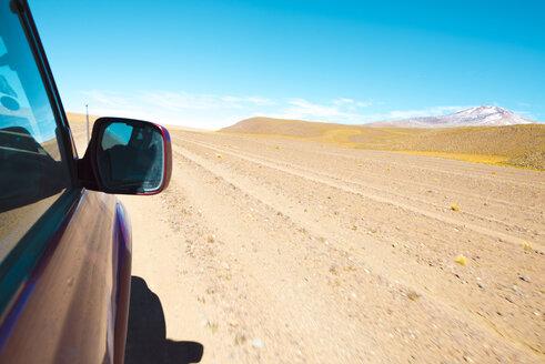 Bolivia, Altiplano, Eduardo Avaroa Andean Fauna National Reserve, car and landscape - GEMF01067
