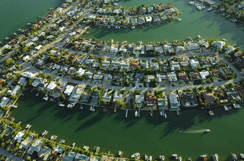 USA, Florida, Aerial of housing along the Tampa Bay coastline in Saint Petersburg - BCDF00075