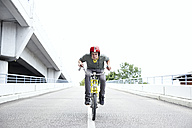 Teenage boy speeding up on bicycle - FSF00549