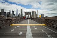USA, New York City, pedestrian walkway and bicycle lane on Brooklyn Bridge - STC00252