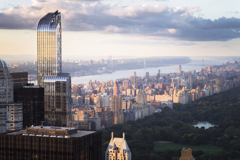 USA, New York City, Manhattan skyline with One57 building and Central Park - STCF00267