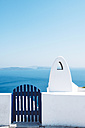 Greece, Santorini, Oia, gate and chimney in front of the sea - GEMF01097