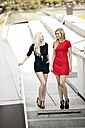 Two fashionable best friends - GDF01146