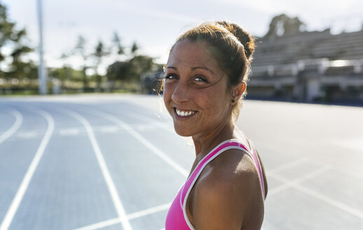 Portrait of a smiling athlete - MGOF02465