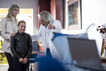 Doctor greeting patients in medical practice - ZEF10552