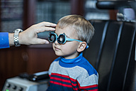 Boy doing eye test at optometrist - ZEF10579