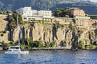 Italy, Campania, Sorrent, Sailing boat - THA01816