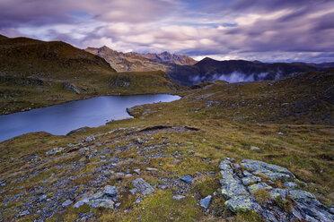 Austria, Carinthia, Zweisee and mountains in Drau Valley - GFF00792