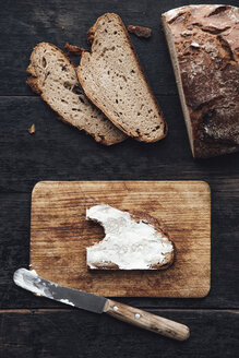 Buttered bread on chopping board - IPF00333