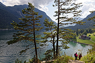 Austria, Tyrol, Hikers at Lake Achensee near Gaisalm - LBF01492