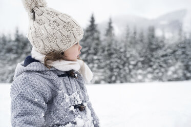 Girl in winter landscape looking around - HAPF00970