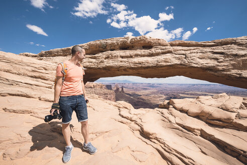 USA, Utah, man in Dead Horse Point with camera - EPF00160