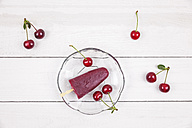 Sour cherry ice lollies and cherries - GWF04889